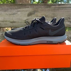 Nike Quest Black Anthracite Size 10.5 Mens